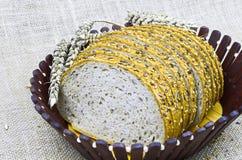 Barra de pan fresca cortada Fotos de archivo