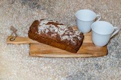 Barra de pan hecha en casa en una zalea Fotos de archivo libres de regalías