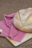 Barra de pan recientemente cocida de pain de campagne del francés Fotos de archivo libres de regalías