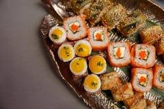 Barra de sushi Conjunto grande del sushi Lugar para el texto foto de archivo libre de regalías