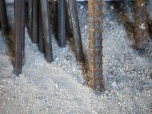 Barra deformada acero y barra redonda de acero Foto de archivo libre de regalías