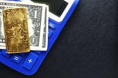 Barra del billete de banco y de oro Imágenes de archivo libres de regalías