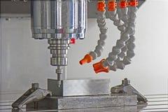 Barra del centro del ajuste del centro de mecanización del CNC después de cortar Imágenes de archivo libres de regalías
