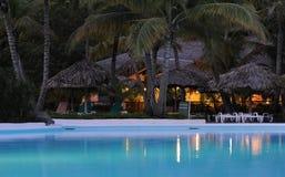 Barra del centro turístico de vacaciones del día de fiesta en la noche Imágenes de archivo libres de regalías