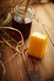 Barra del jabón de la miel Imagenes de archivo