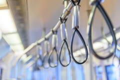 Barra della maniglia in treno di alianti per il passeggero fotografia stock