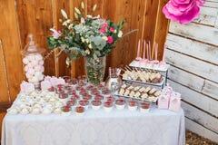 Barra di Candy all'aperto per la celebrazione Party il tempo immagini stock