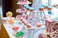 Barra di Candy con i bigné del cioccolato Fotografia Stock
