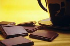 Barra di cioccolato e di cioccolato caldo fotografie stock libere da diritti