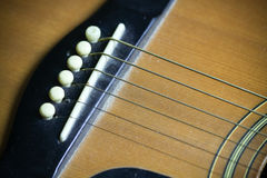 Barra di legno della chitarra acustica Particolare della chitarra classica Immagine Stock Libera da Diritti