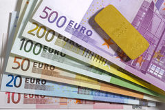 Barra di oro e dell'euro Immagini Stock