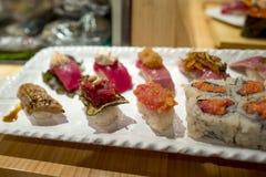 Barra di sushi con il primo piano dei sushi Fotografia Stock Libera da Diritti