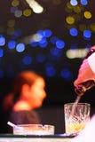 Barra e barman Fotos de Stock Royalty Free