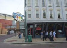 A barra e o café de Willie molhado na rua de Beale em Memphis Fotos de Stock Royalty Free