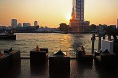Barra e restaurante do beira-rio perto do rio, Banguecoque Foto de Stock Royalty Free