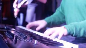 Barra eléctrica de la noche del piano almacen de metraje de vídeo