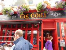 Barra en la ciudad de Galway Fotos de archivo libres de regalías