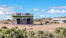Barra en pueblo del kenia Foto de archivo
