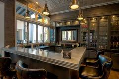 Barra moderna do cocktail da mansão Fotos de Stock