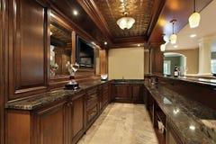 Barra no porão da HOME luxuosa Fotografia de Stock Royalty Free
