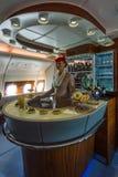 A barra para os passageiros o primeiro e a classe executiva dos aviões os maiores Airbus A380 do mundo Fotografia de Stock Royalty Free