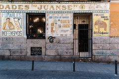 Barra típica no distrito de Malasana no Madri Fotos de Stock Royalty Free