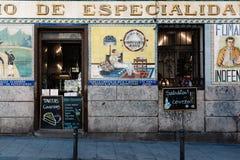 Barra típica no distrito de Malasana no Madri Foto de Stock Royalty Free