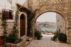 Barra vieja de la ciudad en Montenegro - imagen imagen de archivo