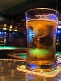 Barra y cerveza de la piscina Foto de archivo libre de regalías