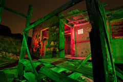 Barraca abandonada na noite fotografia de stock royalty free