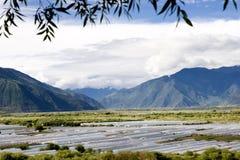 Barraca da exploração agrícola na área de montanha Fotos de Stock Royalty Free