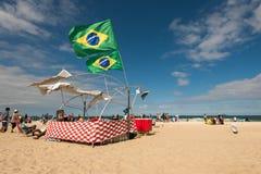 Barraca da praia com bandeiras brasileiras Fotografia de Stock Royalty Free