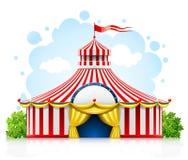 Barraca dando uma volta listrada do famoso do circo com bandeira Fotografia de Stock Royalty Free