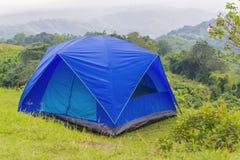 Barraca de acampamento no acampamento no parque nacional Imagem de Stock