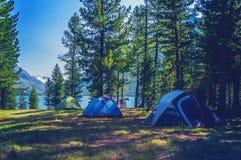 Barraca de acampamento no acampamento no parque nacional Fotos de Stock