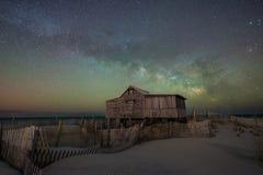 Barraca dos juizes sob a galáxia da Via Látea Fotografia de Stock Royalty Free