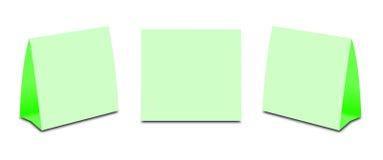 Barraca vazia da tabela verde no branco Cartões verticais de papel isolados Fotos de Stock Royalty Free