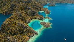 Barracuda del lago mountain su un'isola tropicale, Filippine, Coron, Palawan Fotografia Stock
