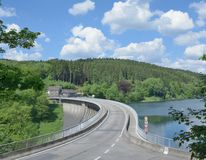 Barrage d'Agger, terre de Bergisches, le Rhin du nord Westphalie Photos stock
