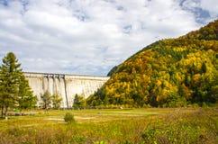 Barrage de Bicaz en Roumanie Photo libre de droits