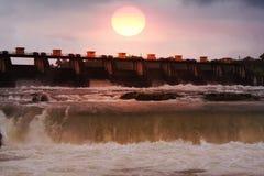 Barrage de coucher du soleil Images stock