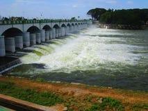 Barrage de Kallanai avec Watter Image stock