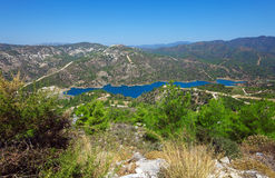 Barrage de Kouris avec le réservoir, Chypre Photos stock