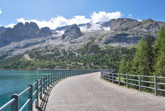 Barrage de lac Fedaia Photo stock