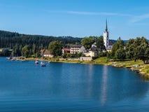 Barrage de Lipno et Frymburk - Sumava, République Tchèque photographie stock libre de droits