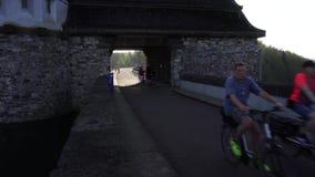 Barrage de Mohnetalsperre sur le réservoir de lac Mohnesee, Allemagne banque de vidéos