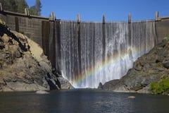 Barrage de North Fork avec l'arc-en-ciel Images libres de droits