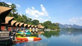 Barrage de Ratchaprapa (Chaew Lan Dam) Photographie stock