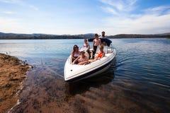 Barrage de vacances de Ski-bateau d'amis de camping Photographie stock