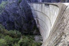 Barrage de Vidraru dans Transfagarasan, Roumanie Image libre de droits
